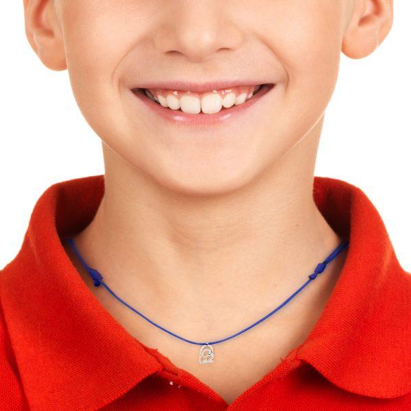 modelo con medalla virgen neocatecumenal plata lisa el kerigma cordón azul